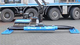 Autolaadkraan met hydraulisch uitschuifbare evenaar